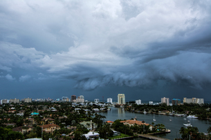 A thunderstorm moving over the Intracoastal Waterway and out to sea at Fort Lauderdale, Floridaの写真素材 [FYI03557850]
