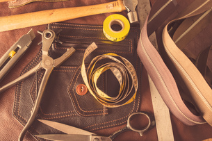 Still life of dressmaking equipment in leather jacket manufacturers, close-upの写真素材 [FYI03558023]
