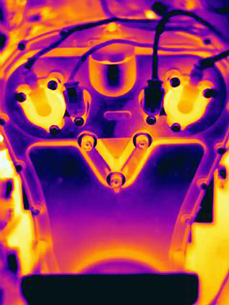 Thermal image of automobile engineの写真素材 [FYI03558119]