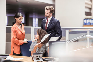 Businesswoman preparing paperwork at office deskの写真素材 [FYI03558173]