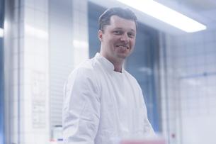 Happy scientist in laboratoryの写真素材 [FYI03558520]