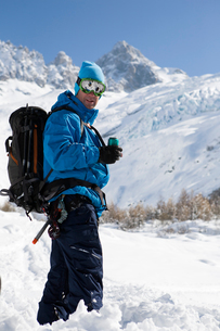 Portrait of male snowboarder wearing ski goggles in deep snow, Trient, Swiss Alps, Switzerlandの写真素材 [FYI03558586]