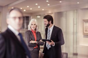 Confident businesswoman at meetingの写真素材 [FYI03558631]