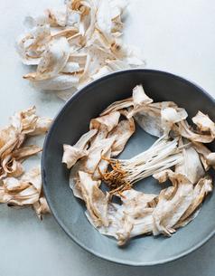 Crocus stigma and petals in bowlの写真素材 [FYI03558761]