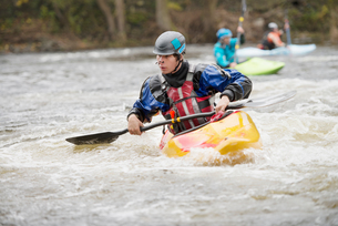 Young male kayaker paddling River Dee rapidsの写真素材 [FYI03559190]