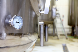 Pressure gauge on brew tank in small scale breweryの写真素材 [FYI03559335]