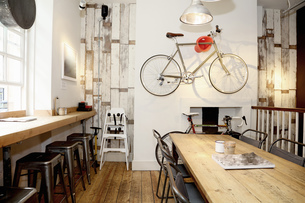 Quirky coffee shop interior with bicycle on wallの写真素材 [FYI03560747]