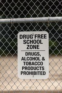 Warning sign on school wire fence, Seldovia, Kachemak Bay, Alaska, USAの写真素材 [FYI03561300]