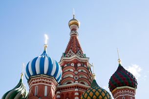 Colourful onion domes on St Basil's cathedral, Moscow, Russiaの写真素材 [FYI03561469]