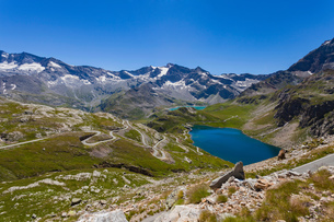 Scenic view of alps and lake, Colle del Nivolet, Piedmont, Italyの写真素材 [FYI03561718]
