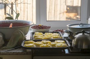 Russian national dish, pies with potatoes, freshly bakedの写真素材 [FYI03561769]