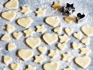 Heart and star shapes cookies with cookie cuttersの写真素材 [FYI03561813]