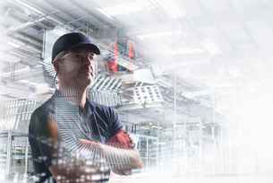 Conceptual image of factory worker in bottling plantの写真素材 [FYI03561988]