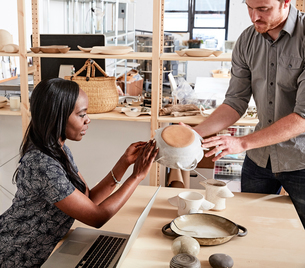 Man showing colleague ceramic samplesの写真素材 [FYI03562296]