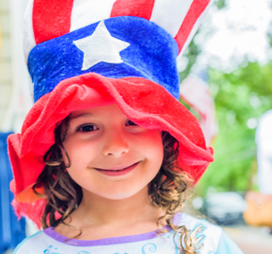 Portrait of cute girl wearing stars and stripes hat on Independence Dayの写真素材 [FYI03563746]
