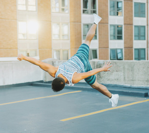 Man breakdancing on concrete floor, Boston, Massachusetts, USAの写真素材 [FYI03564749]