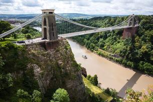 Clifton Suspension bridge, Avon Gorge and River Avon, Bristol, United Kingdomの写真素材 [FYI03565479]