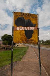 Sign marking the equator line dividing north and south hemispheres, Nanyuku, Kenyaの写真素材 [FYI03565505]