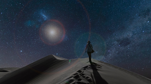 Silhouetted view of woman on dunes under starry night sky, Namib Desert, Namibiaの写真素材 [FYI03566002]