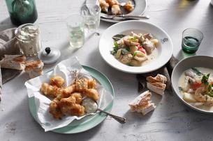 Blue eye cod and seafood chowderの写真素材 [FYI03566185]