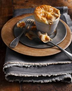 Puff pastry smoked fish pieの写真素材 [FYI03566198]