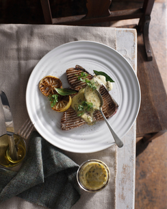 Grilled tuna steak with caper mayonnaiseの写真素材 [FYI03566203]