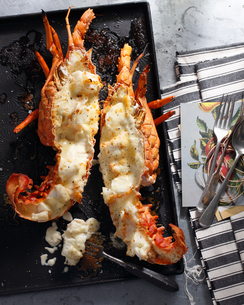 Bistro meal of lobster thermidor on tableの写真素材 [FYI03566224]