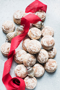 Overhead view of Christmas baubles, red ribbon with fresh sconesの写真素材 [FYI03566377]