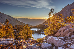 Onion Valley, Sierra Nevada mountain range at sunset, California, USAの写真素材 [FYI03566598]