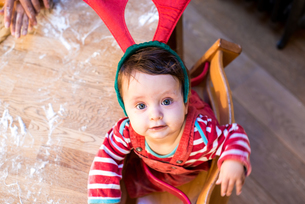 Portrait of baby boy wearing reindeer antlersの写真素材 [FYI03566706]