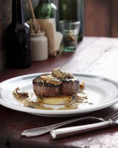Steak with mushroom and whiskey sauceの写真素材 [FYI03567040]