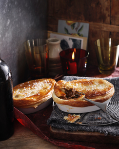 Steak and kidney puff pastry pieの写真素材 [FYI03567051]