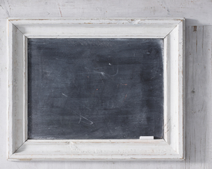 Chalkboard with chalk, close-upの写真素材 [FYI03567266]