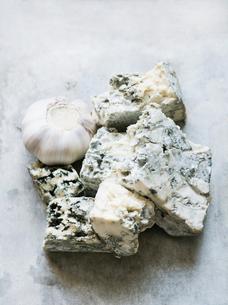 Garlic, blue cheeseの写真素材 [FYI03567721]