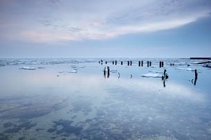 Metal objects in sea, Odessa, Ukraineの写真素材 [FYI03567853]