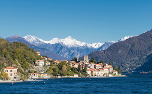 Village on Lake Como, Lombardia, Italyの写真素材 [FYI03567931]
