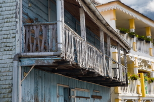 Old traditional painted wooden house with balcony, Reunion Islandの写真素材 [FYI03568564]