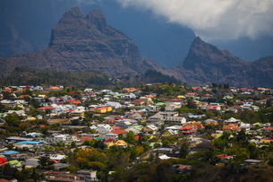 Elevated view of mountain valley village, Reunion Islandの写真素材 [FYI03568569]