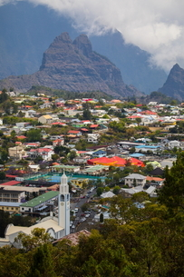 Elevated view of mountain valley village, Reunion Islandの写真素材 [FYI03568571]