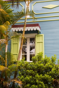 Traditional wooden grey house exterior with shutters, Reunion Islandの写真素材 [FYI03568579]