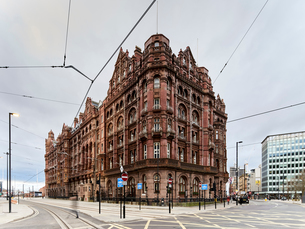 Cityscape with red brick hotel on corner site, Manchester, UKの写真素材 [FYI03568858]