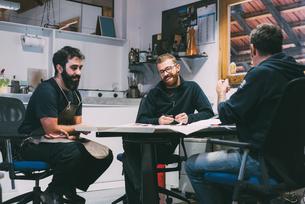 Metalwork team meeting in forge design officeの写真素材 [FYI03569130]