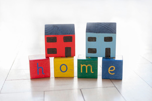 Woodblocks spelling the word homeの写真素材 [FYI03569584]