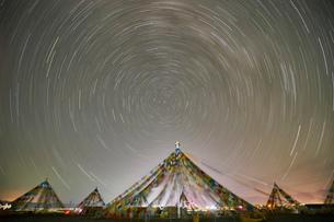 Stars motion, Chaka Salt Lake, Haixi, Qinghai Province, Chinaの写真素材 [FYI03569941]