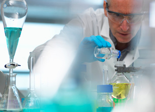 Biotechnology, scientist preparing a chemical formula during an experiment in the laboratoryの写真素材 [FYI03570415]