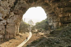 Landscape view of Moon Cave and pathway, Yongzhou, Hunan Province, Chinaの写真素材 [FYI03570638]