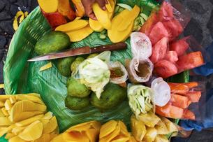 Overhead view of freshly sliced fruit in basket,  Antigua, Guatemalaの写真素材 [FYI03571010]