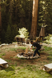 Young man building camp fire, Mineral King, Sequoia National Park, California, USAの写真素材 [FYI03571177]