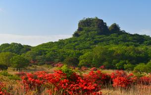 榛名山のスルス岩と つつじの写真素材 [FYI03571213]