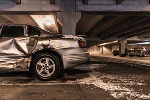 Damaged car in underground parking lotの写真素材 [FYI03571595]